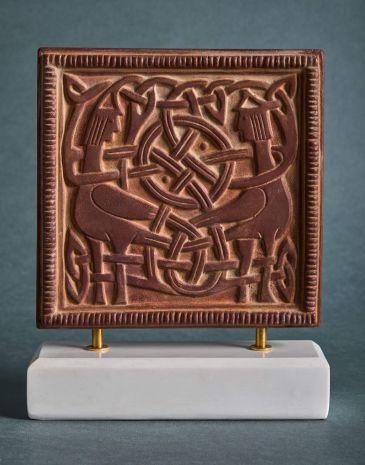 """Рельеф """"Сирины"""" на подставке HN-142"""
